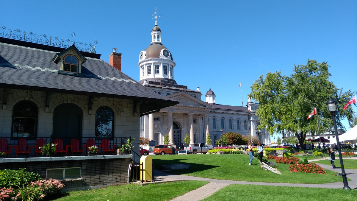 Kingston, eher klein verglichen mit den Mega-Towns aber genau deswegen ansprechender 😉
